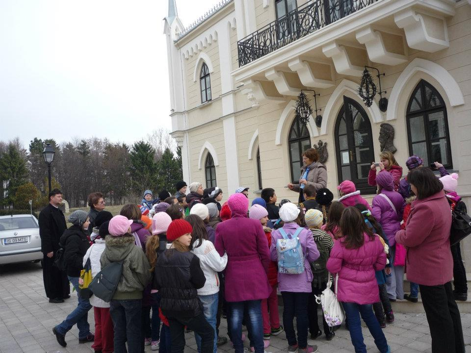 În vizită la Palatul Ruginoasa