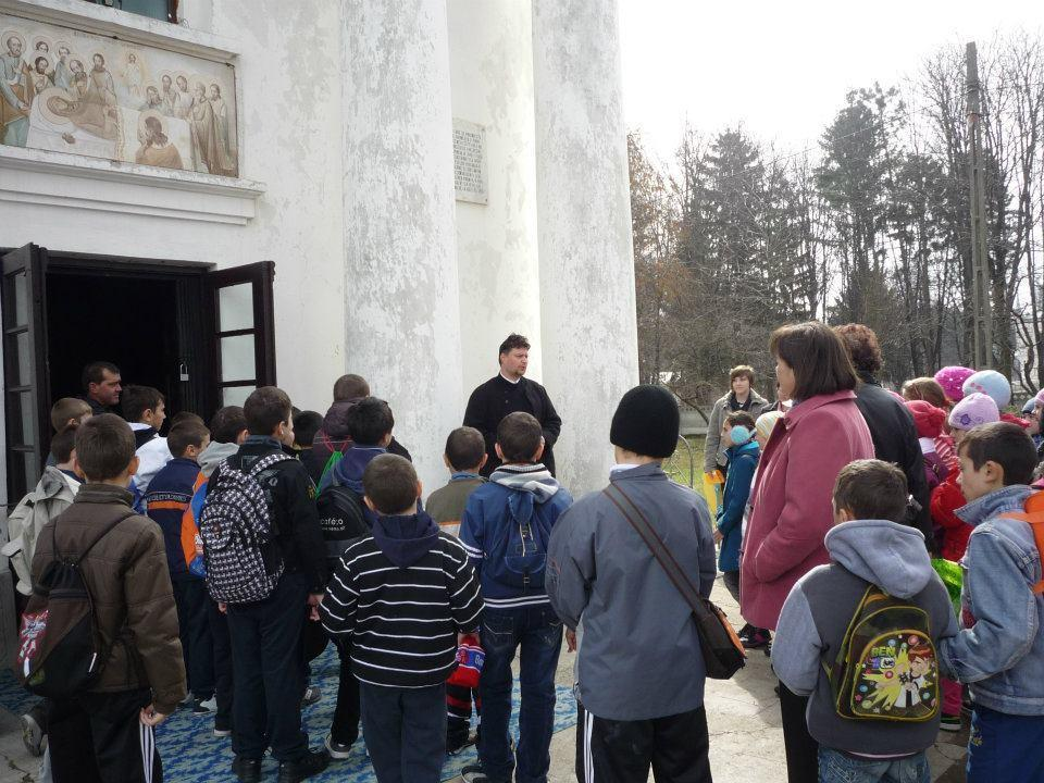 Vizitatori la Biserica Ruginoasa